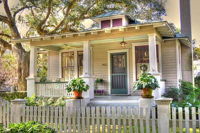 Screen Doors Photograph - Beaufort Cottage by Linda Covino