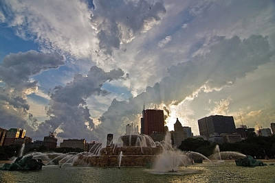 Chicago Skyline Photograph - Beautiful Clouds Over Buckingham Fountain by Sven Brogren