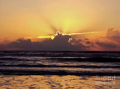 Photograph - Beautiful Sunrise by D Hackett