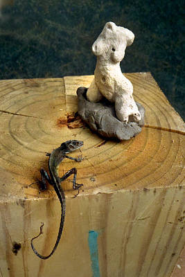Sculpture - Beauty And Dactyloidae by Ed Meredith