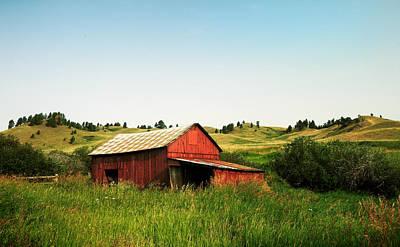 Photograph - Beaver Creek Park Red Barn by Todd Klassy