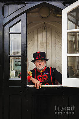 Photograph - Beefeater At The Gate by Craig J Satterlee