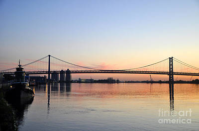 Photograph - Ben Franklin Bridge At Sunrise by Andrew Dinh