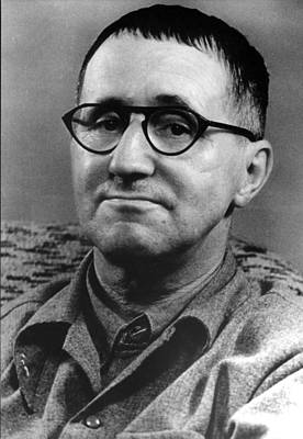 """brecht v effekt Dynamic and intertextual, the verfremdung effekt not only coagulates brecht""""s theatrical theory, but also crystallises a general effort to trigger an innovation regarding the audiences"""" response in."""