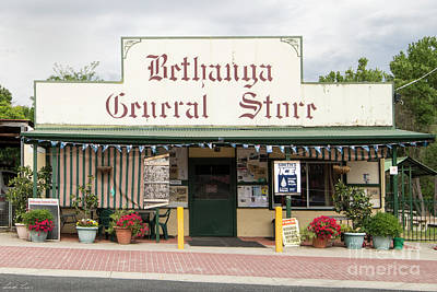 Photograph - Bethanga General Store by Linda Lees