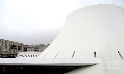 Photograph - Bibliotheque Oscar Niemeyer 16 by Randall Weidner
