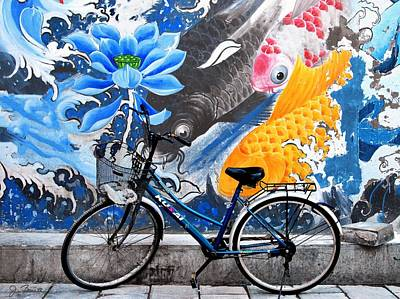 Photograph - Bicycle Against Mural by Joe Bonita