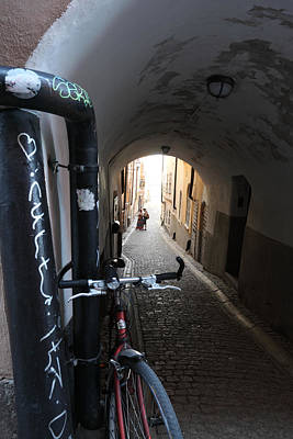 Bicycle And Couple In An Alley Art Print