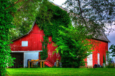 Robin Williams Photograph - Big Red Barn by Robin Williams