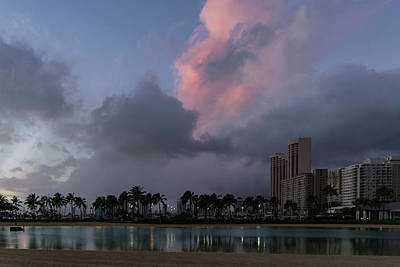 Photograph - Big Sky Hawaii - Duke Kahanamoku Lagoon At Dusk by Georgia Mizuleva