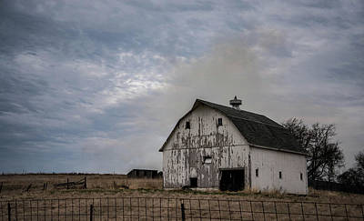 Photograph - Big White Barn by Wendy Carrington