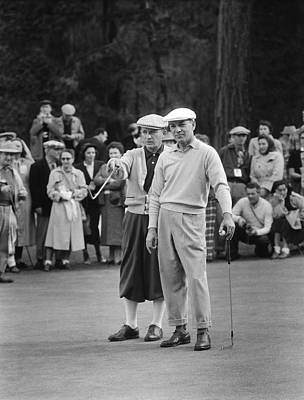 Spectators Photograph - Bing Crosby And Ben Hogan by Underwood Archives