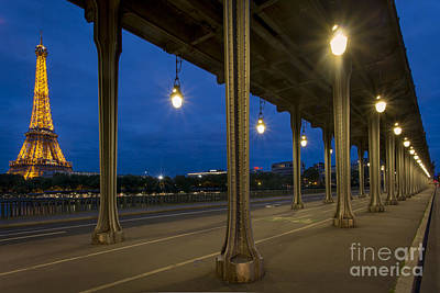 Photograph - Bir Hakeim And Eiffel by Brian Jannsen