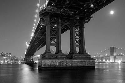 Photograph - Black And White - Manhattan Bridge At Night by Gary Heller