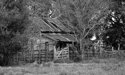 Photograph - Black And White - Old Farmhouse Abandoned by rd Erickson
