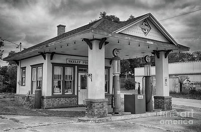 Skelly Photograph - Black And White Old Gas Station by Terri Morris