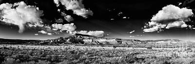 Black And White Panorama Of The Ghost Ranch Area A Tribute To The Master - Abiquiu New Mexico Art Print