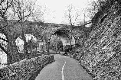 Black And White Philadelphia - The Bike Path On Kelly Drive Art Print by Bill Cannon