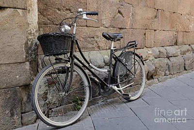Black Bike On The Streets Of Lucca Italy Art Print by Edward Fielding
