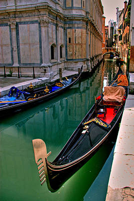 Photograph - Black Gondola by Peter Tellone