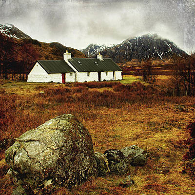 Photograph - Blackrock Cottage Glencoe by Jacqi Elmslie