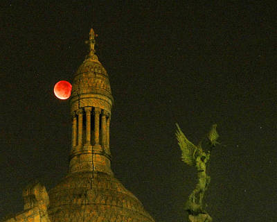 Photograph - Blood Moon Eclipse At Sacre Coeur Paris  2015 by Sally Ross