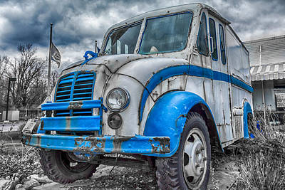 Photograph - Blue And White Divco by Guy Whiteley