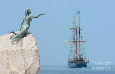 Photograph - Blue Water Lady And The Peacemaker by Charles Owens