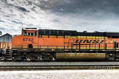Photograph - B N S F  Engine 6742 by Thomas Marchessault