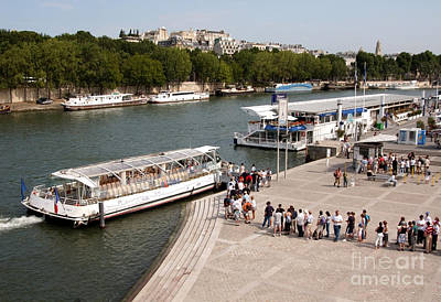 Boarding The Bateaux Mouches Art Print by Andy Smy
