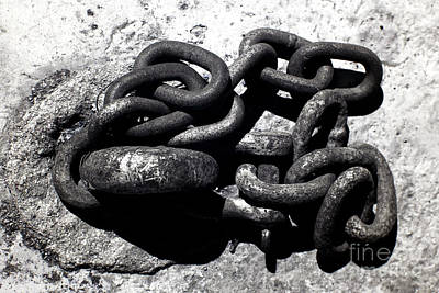 Photograph - Boat Chain by John Rizzuto