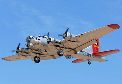 Boeing B-17g Flying Fortress N5017n Aluminum Overcast Landing Deer Valley Airport March 31 2011 Art Print