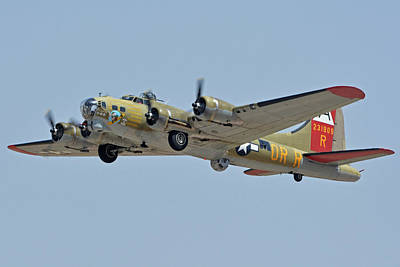 Print featuring the photograph Boeing B-17g Flying Fortress N93012 Nine-o-nine Phoenix-mesa Gateway Airport Arizona April 15, 2016 by Brian Lockett