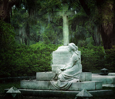 Beauty Mark Photograph - Bonaventure Cemetery Statue by Mark Andrew Thomas