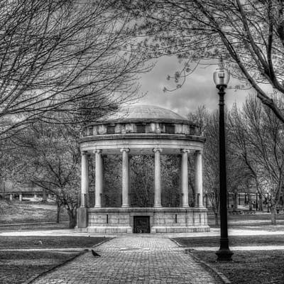 Boston Common Rotunda - Black And White Square Art Print