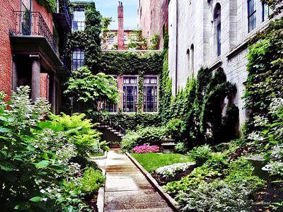 Photograph - Boston Ma - Hidden Garden by Susan Savad