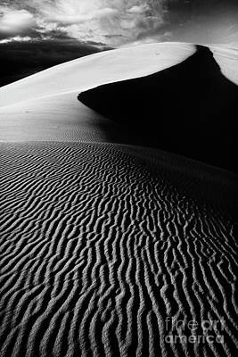 Boundless Dune Ll - Black And White Art Print by Hideaki Sakurai