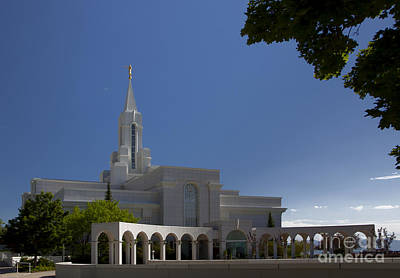 Photograph - Bountiful Utah Temple Entrance by Richard Lynch