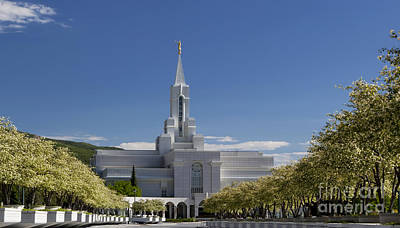 Photograph - Bountiful Utah Temple In Spring by Richard Lynch