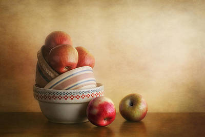 Ceramic Art Photograph - Bowls And Apples Still Life by Tom Mc Nemar