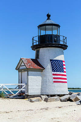 Photograph - Brant Point Lighthouse IIi by Clarence Holmes