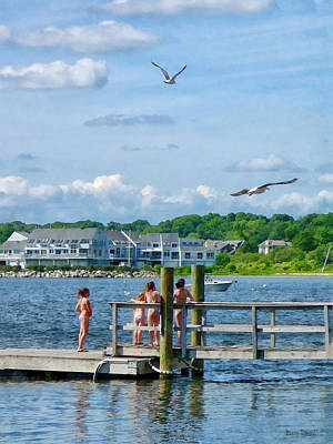 Photograph - Bristol Ri - Little Girls Watching Seagulls by Susan Savad