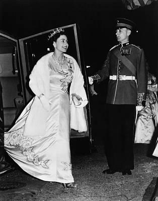 Evening Gown Photograph - British Royalty. Queen Elizabeth II by Everett