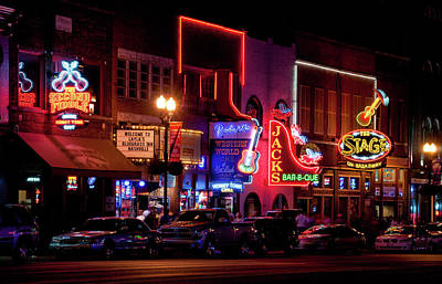 Que Photograph - Broadway In Downtown Nashville, Tennessee by Timothy Wildey