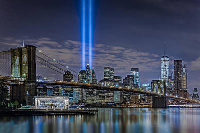 Photograph - Brooklyn Bridge 911 Tribute by Susan Candelario