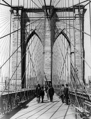 Photograph - Brooklyn Bridge Promenade, 1898 by Science Source