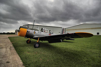Small Planes Photograph - Bt-13a Valiant by Linda Unger