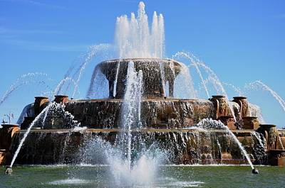 Photograph - Buckingham Fountain 2 by Andrew Dinh