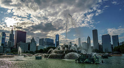 Buckingham Fountain And The Chicago Skyline Art Print by Med Studio