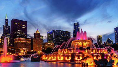 Night Photograph - Buckingham Fountain At Night #2 by Med Studio